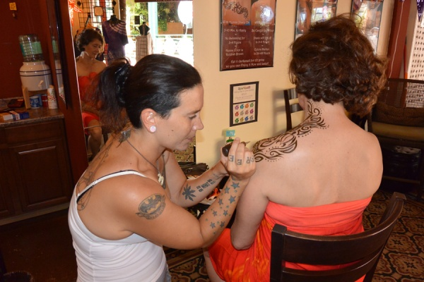 The henna goes on at Kona Henna Tattoo.