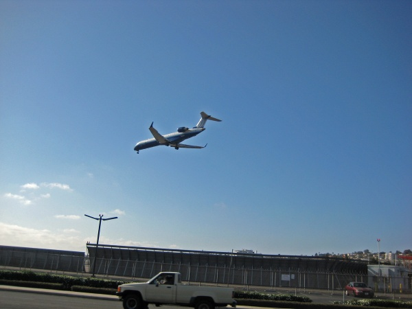 Plane coming in to Lindbergh Field for a landing.