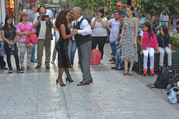 Street tango performers